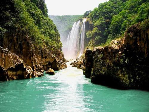 Río turquesa